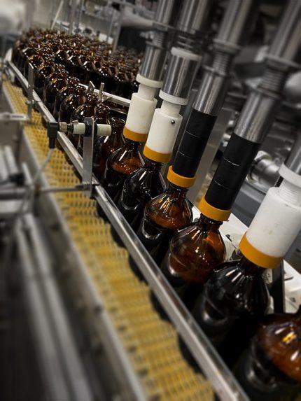 kombucha-bottles-conveyor-copacking-colorado